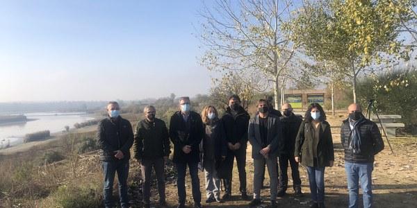 Imatge dels membres del Consorci que han assistit a la visita a l'estany