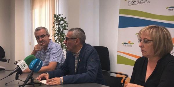 El president Rafel Panadés acompanyat pel gerent i la tècnica d'Ensenyament del Consell