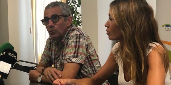 El president Panadés amb la tècnica de l'OCIC, Sívila Felip.