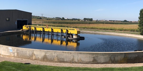 Fotografia a l'EDAR de Fondarella, on hi ha el laboratori comarcal de control de sanejament