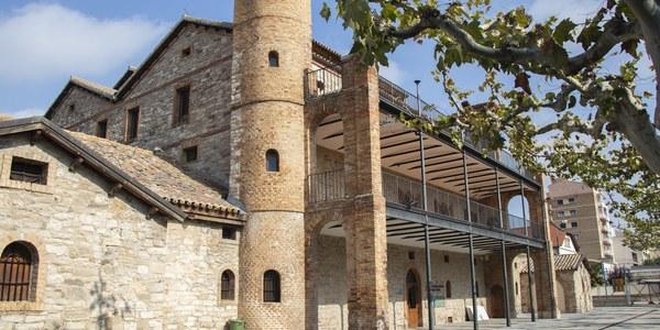 L'oficina de Turisme està ubicada al l'Espai Cultural dels Canals d'Urgell